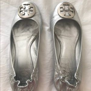 Tory Burch Minnie Travel Ballet Flats in Silver.